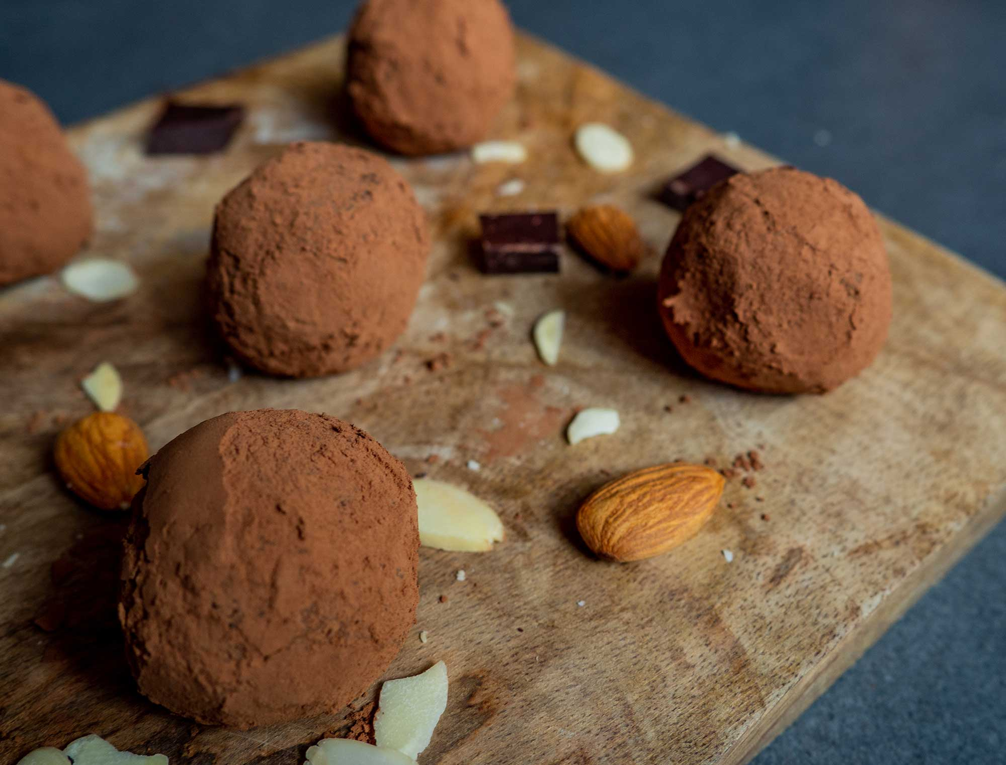Power balls with dates and almonds ready to go