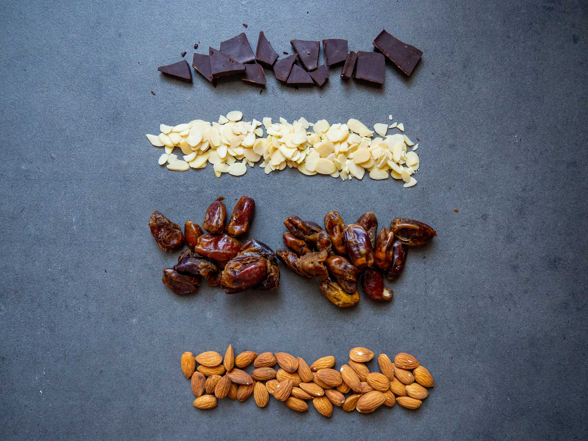 Power balls with dates and almonds ingredients