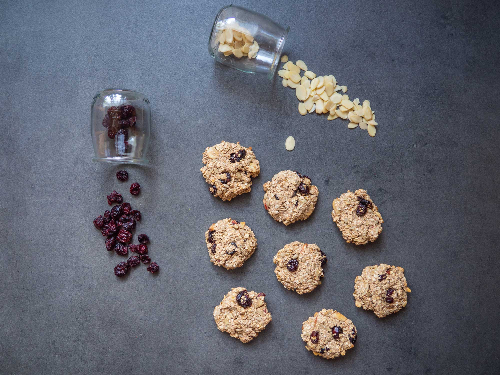 Oat cookies with cranberries and almonds