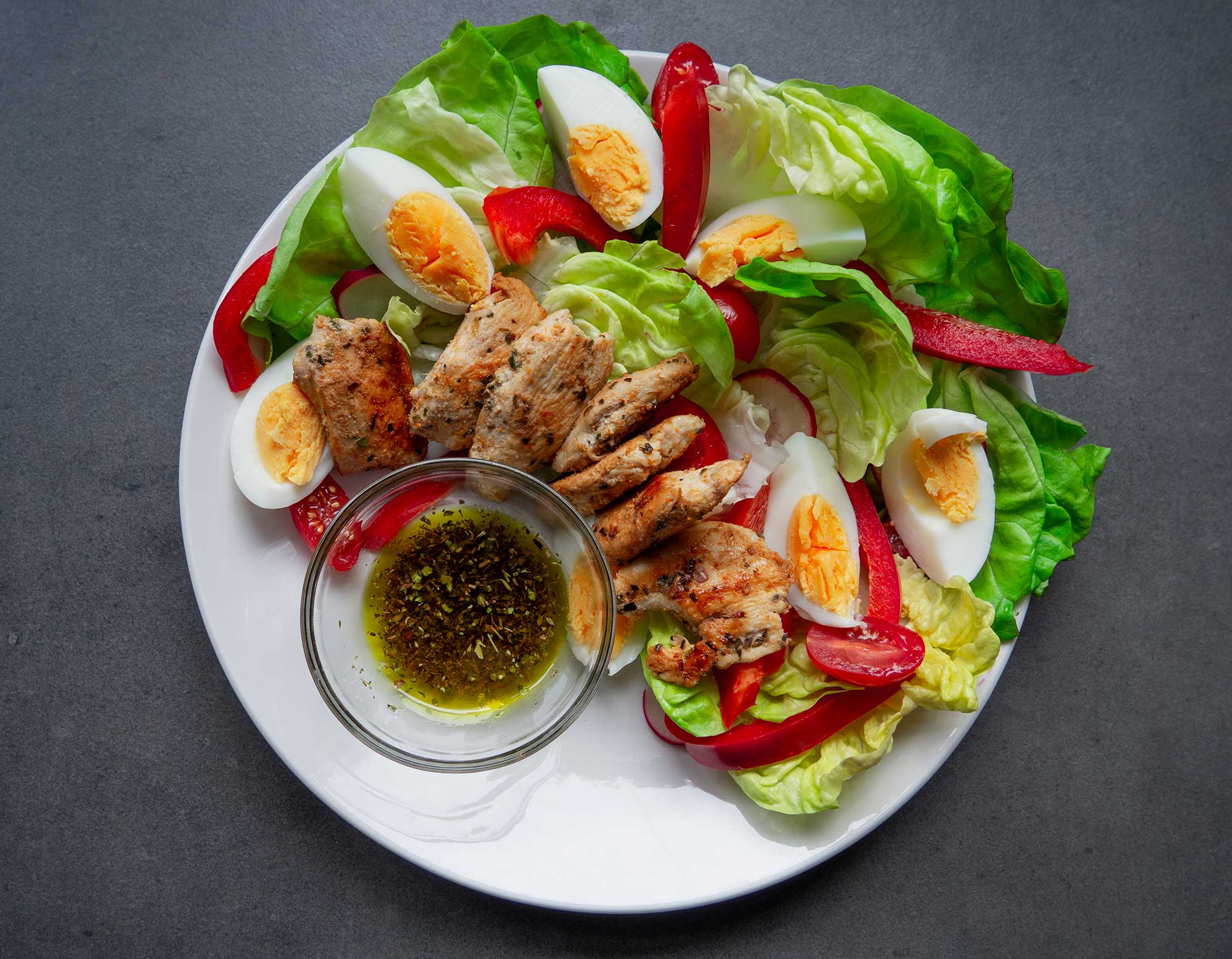 Salad with Grilled Chicken and Eggs