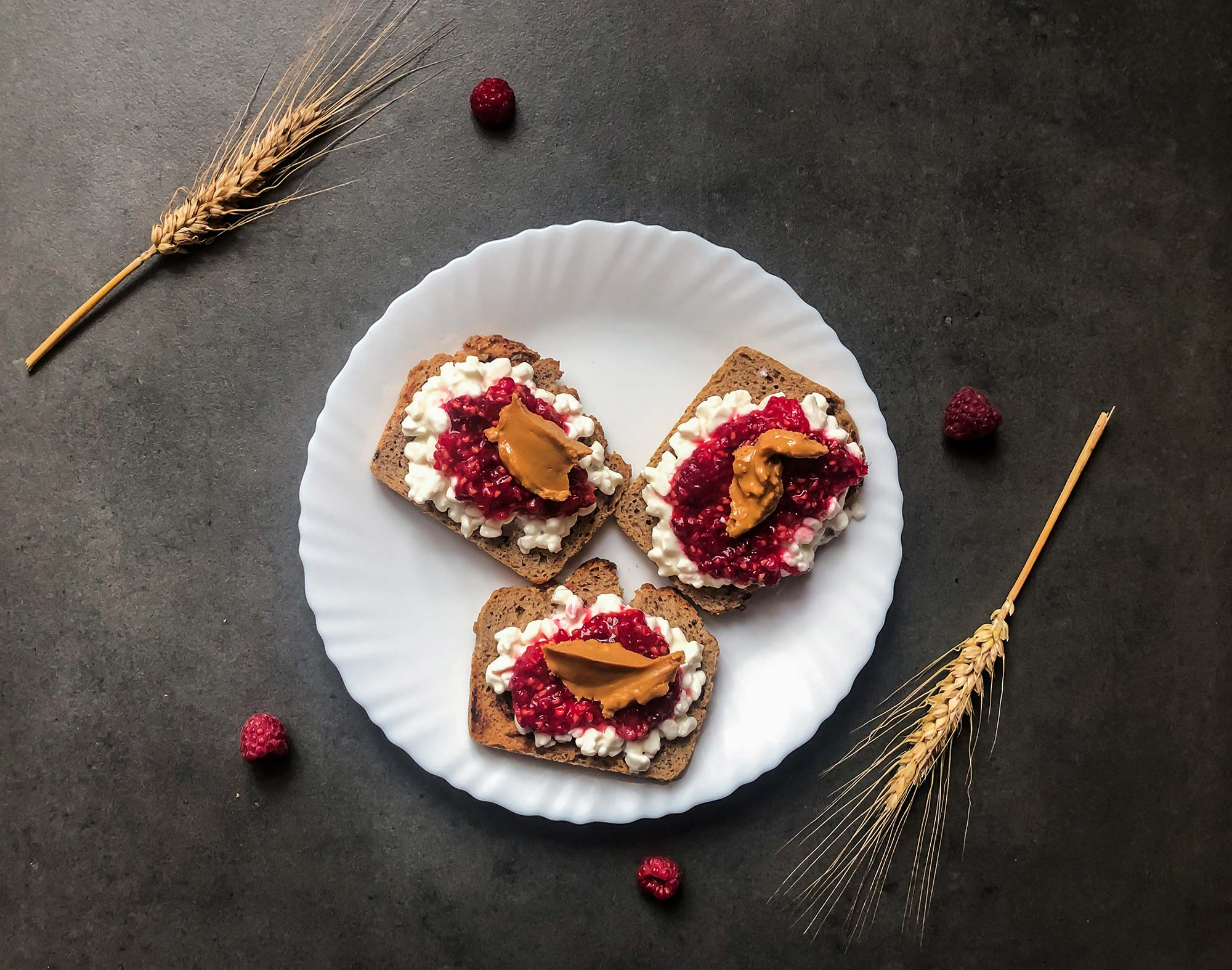 Toasts with cottage cheese, raspberries and peanut butter