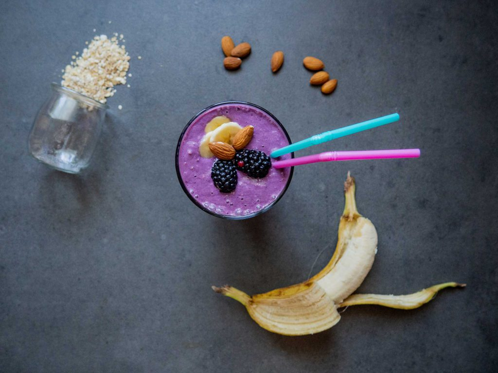 Smoothie with Blackberries and Almonds