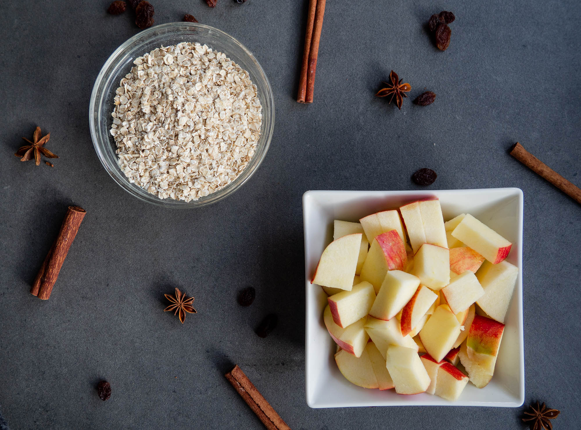 oat flakes in bowl, apple cutted in cubes